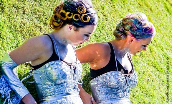 Erin & Lilli - Acrobat (2)